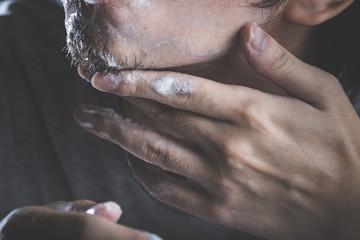 barba a chiazze: alopecia della barba